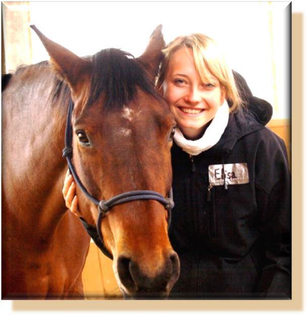 Ruhe Entspannung und körperlicher Kontakt während der Pferdegestützten Therapie