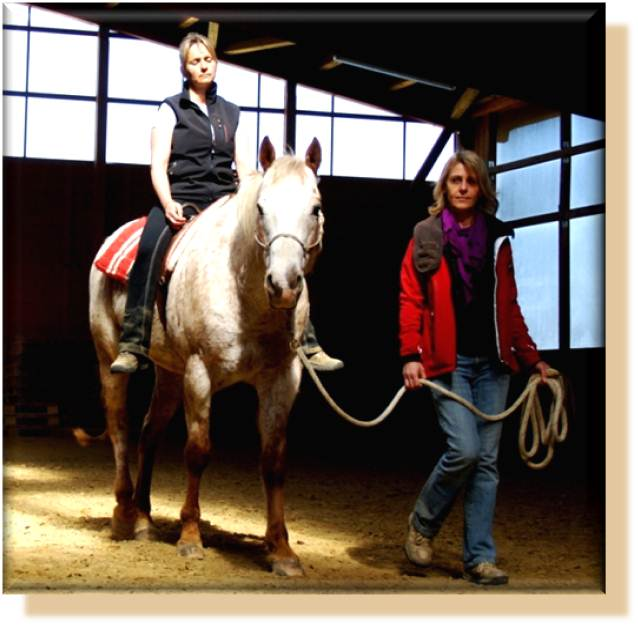 Entspannungsübungen auf dem Pferd verstärken die progressive Muskelentspannung nach Jacobson, Reittherapie für Erwachsene