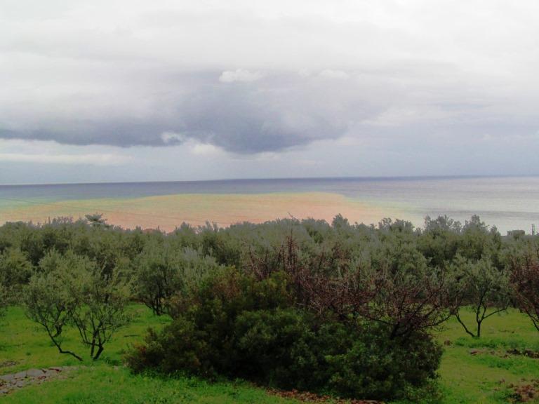 nein keine Naturkatastrophe, nur ins Meer geschwemmter Sand und Schlamm durch sintflutartige Regenfälle