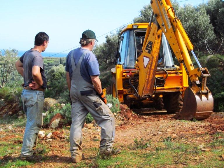 die erste Zufahrt auf unser Grundstück wird hergestellt