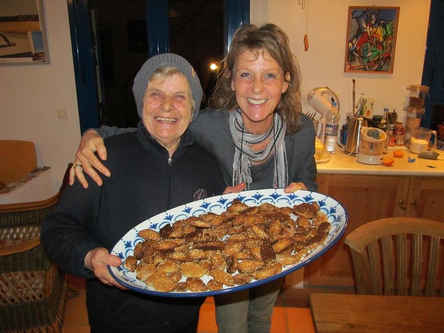 09.02.14 mit Mama Eleni und Panajotis backen am Abend wir erstmals Lado Chuluro