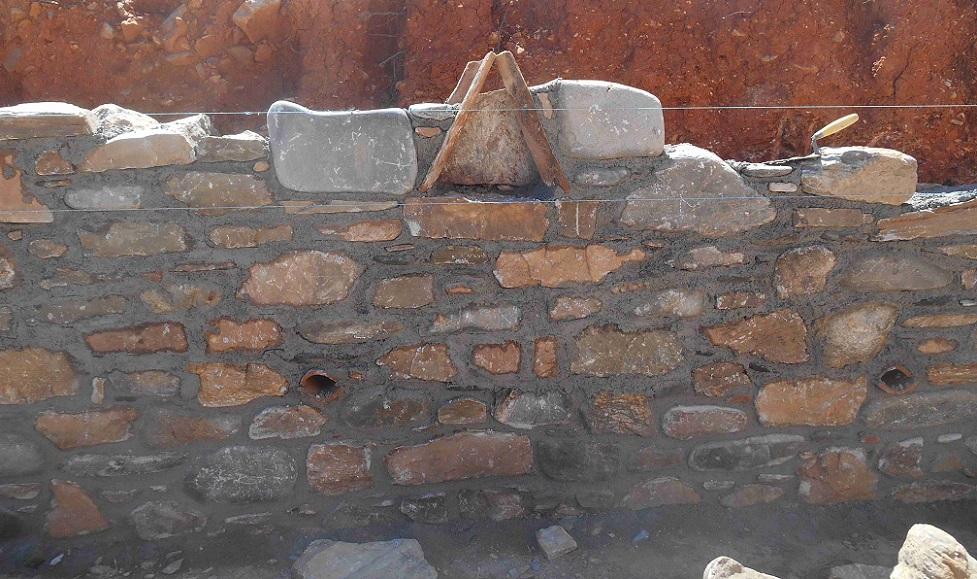 Naturstein Mauer - eine Handwerks Kunst   © Lefteris Delastik