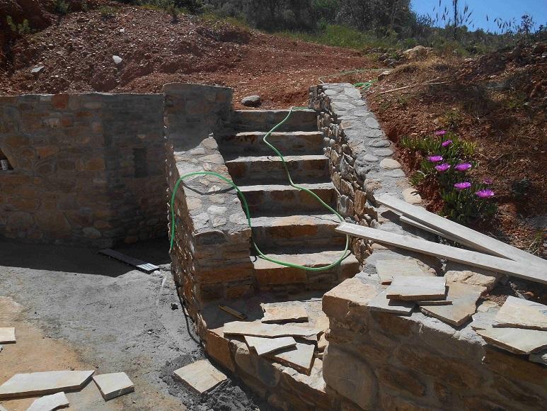 Westen - Treppe vom Atelier zur Relax Terrasse © Lefteris Delastik