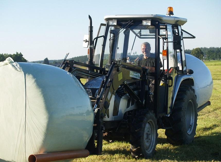 das macht Freude - 10 ha Erst Schnitt Heu geben 40 Tonnen Ernte 2016