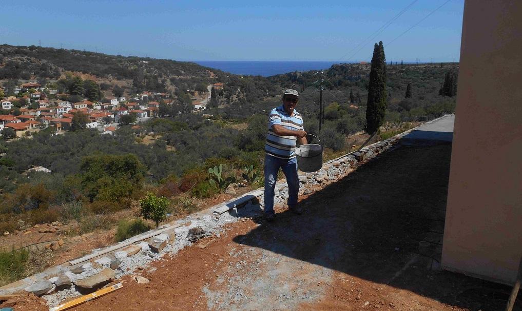 Kyriakos der leitende Baumeister (Blick auf Nomia und zum Meer) © Lefteris Delastik