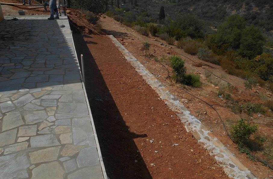 Terrassenplatz für neue Pflanzen und Bäume  © Lefteris Delastik
