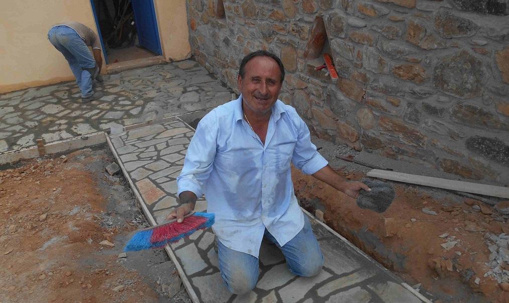 Im Schweiße des Angesichts - Kyriakos der Baumeister   © Lefteris Delastik