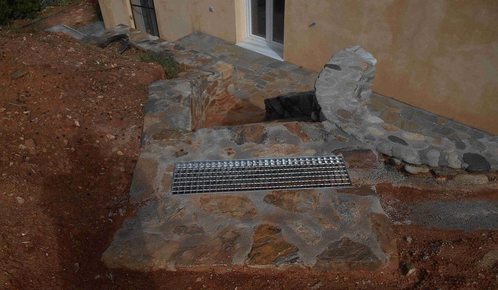 die Treppe zur Atelier Terrasse mit samt Entwässerung ist fertig und wunderschön geworden © Foto Lefteris Delastik