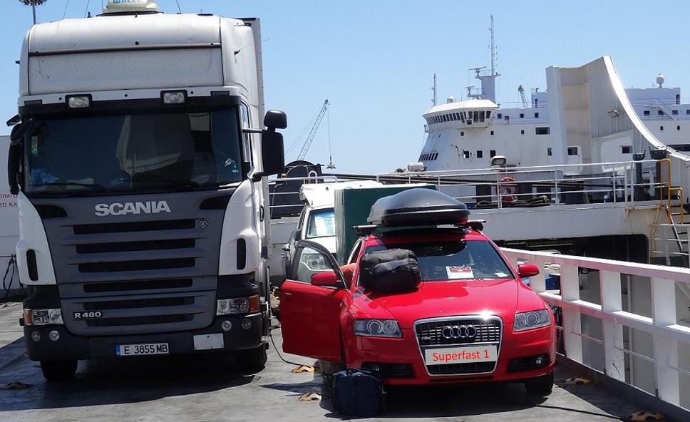 wir sind gut 2 Stunden vor Abfahrt der Fähre Bari / Patra (Superfast 1) angekommen und erhielten einen guten Platz oben ganz hinten