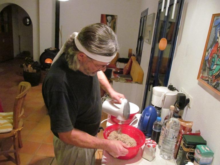 Um die vielen Gastgeschenke wertvoll zu belohnen, frisches Bauernbrot wird am 3 Advent gebacken