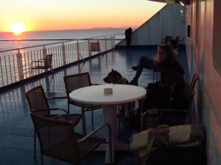 Vor der Abfahrt aus dem Hafen Patra (Nord-West-Peloponnese) die unter gehende Sonne Griechenlands am Donnerstag 19.12.13 gegen 17:30h - eine Terrasse später für uns ganz allein auf der Superfast 1
