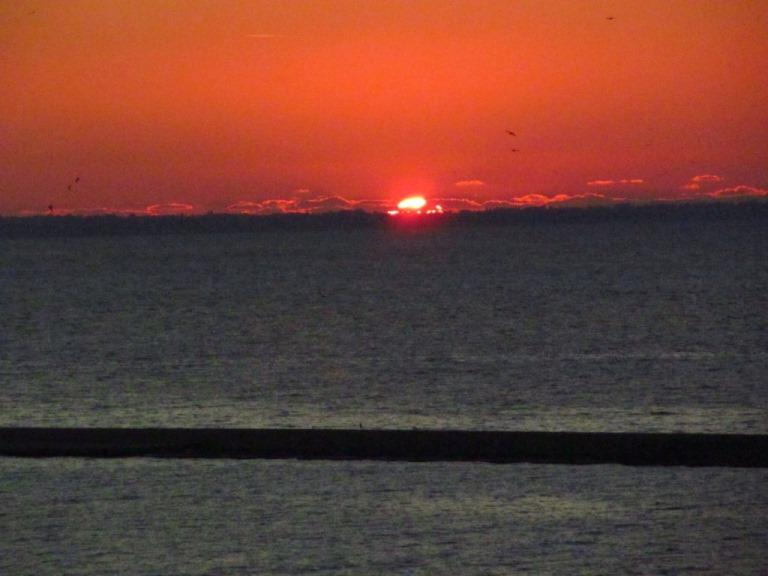 ein letzter Blick zurück auf die untergehende Sonne Griechenlands Do. 19.12.13 gegen 17:30 h