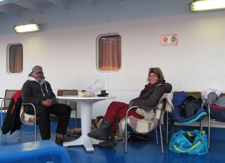am frühen Morgen vor Süd-Italien (Bari) mit der richtigen Ausrüstung ist eine Fahrt übers Meer auch im Dezember möglich