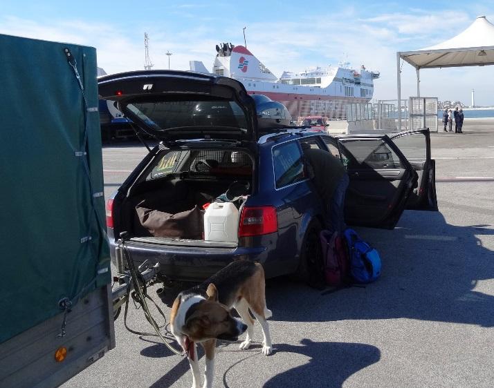 In Bari IT vor dem Einschiffen auf die Fähre Superfast 2 nach Patras GR (Sonntag 25.10. 11 Uhr)