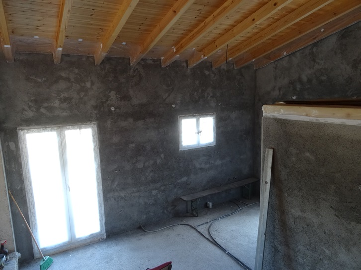 letzte Wand in Küche und Vorratsraum werden am 13.11.15 fertig