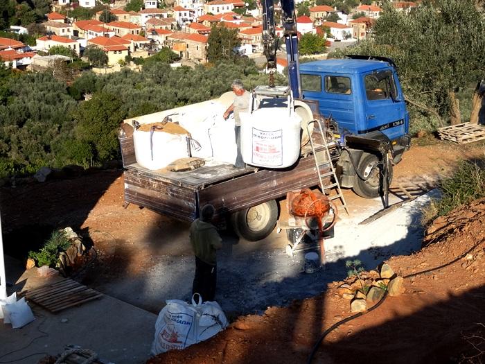 so kommt bei uns Sand für Grundputz, Kies für Beton, Kalk, Zement und Natursand für den Feinputz