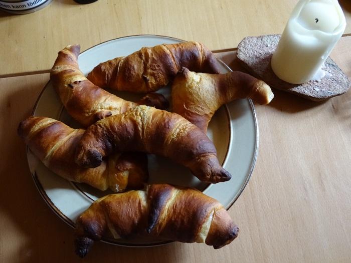 Lieblingsfrühstück: selbst gebackene gefüllte Blätterteig-Hörnchen