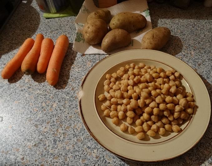 gute Arbeit braucht gutes gesundes Essen. Kichererbsen, Kartoffeln und Möhrchen und >>