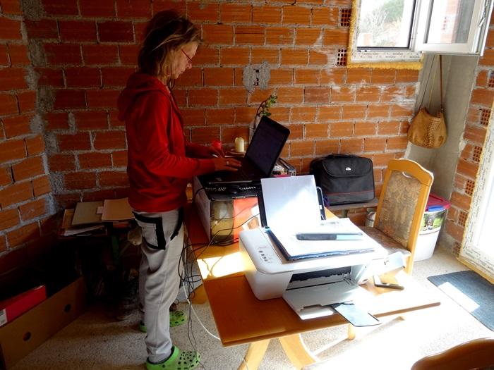Rücken schonende Arneit für den Pfeifferhof macht Silke