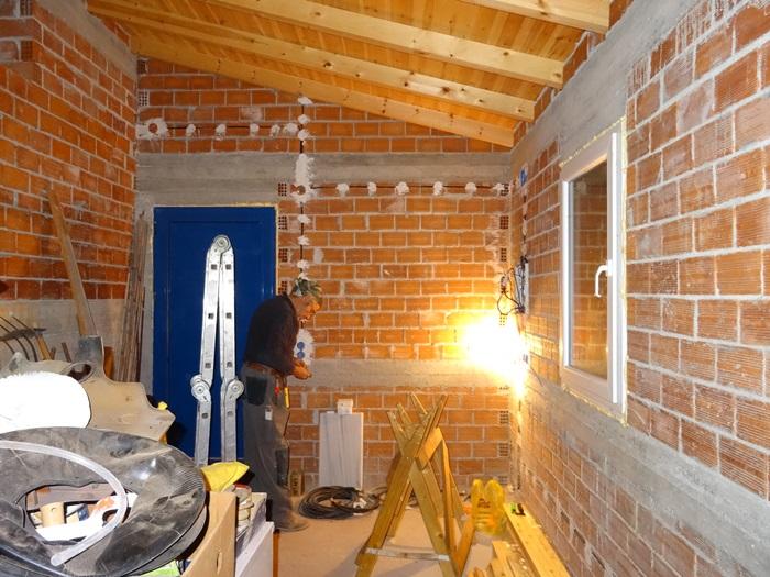 und am Abend gab es Licht und 2 Steckdosen im kleinen Haus