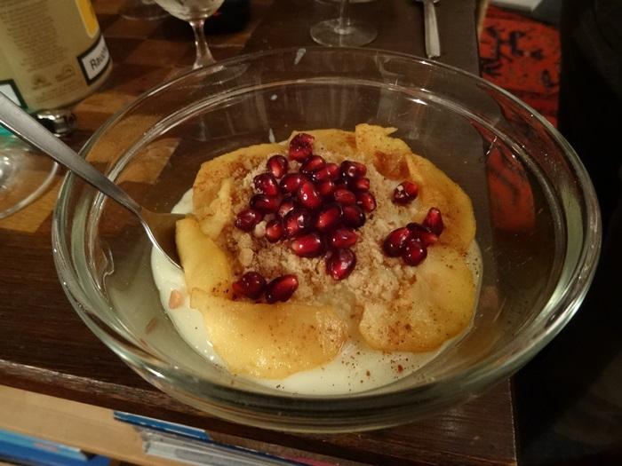 Silkes Dessert, Granatapfel  trifft karamellisierten Apfel aus dem Allgäu auf Vanillepudding