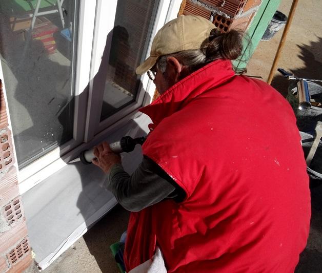alle 17 Fugen von Fenster und Türen werden abgedichtet