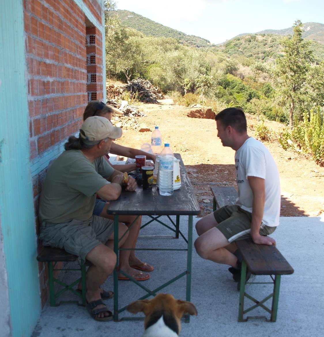 gemeinsame Pausen und Frühstück auf unserer Wohnzimmer Terrasse