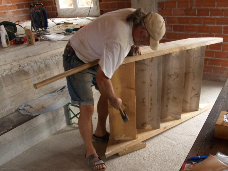 die Treppe für die Bauzeit verbindet untere und obere Etage
