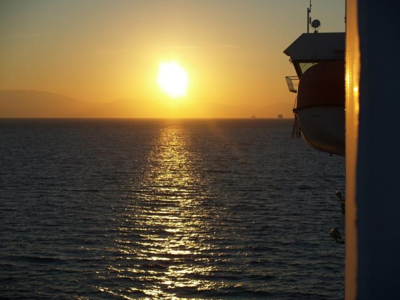 Die Sonne geht unter über der Peloponnes am 30. Sep 2014