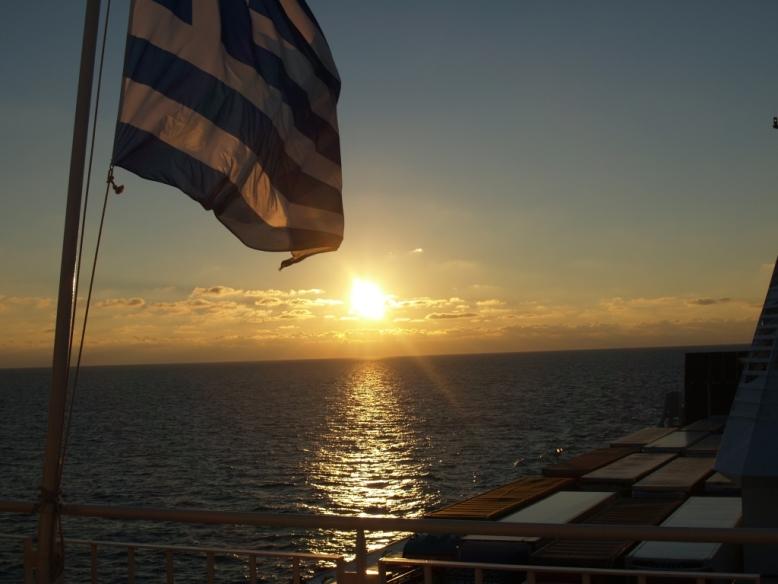 Die Sonne begrüßt und begleitet uns vor Italien