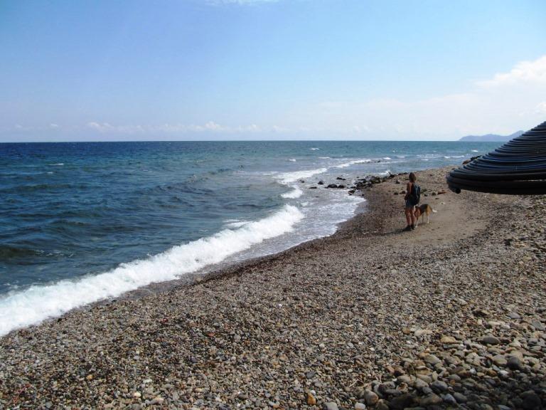 Am Strand der Ortschaft Nomia