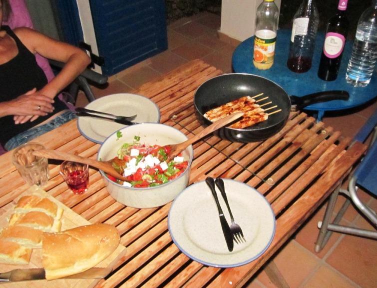 leckers Abendessen auf der Terasse bei über 27°C