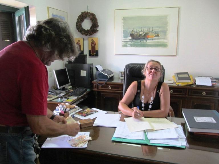 Manfred bezahlt die Notar und Grundstücks Übertragungskosten welche zum Teil sogar beim Notar ohne Rechnung möglich sind - Unglaublich