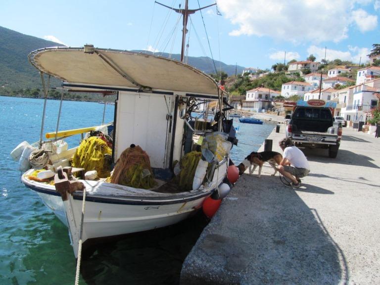 Am Fiord Gerakas, ein kleines Dorf aktiver Fischer und geheim Tipp vieler Segeler