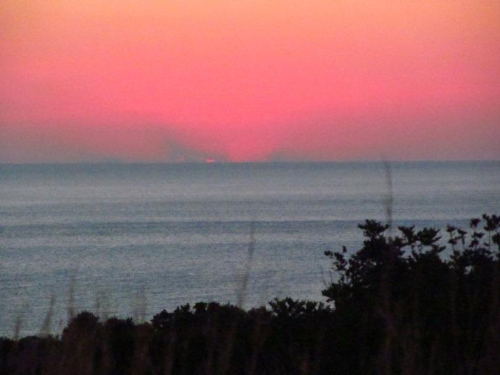 kurz vor sieben OEZ - was für Farben über dem Meer
