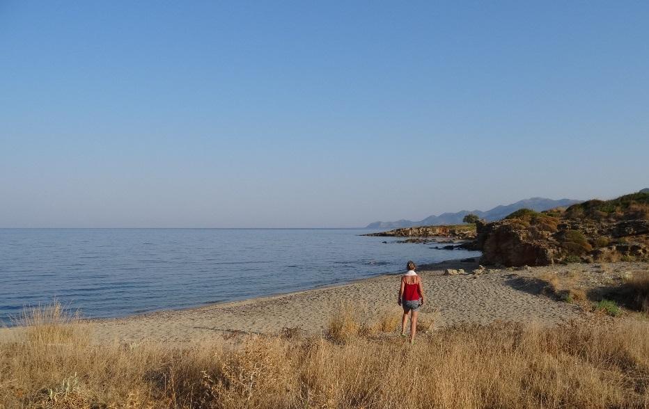 .... gehen an einem einsamen Strand zum Baden