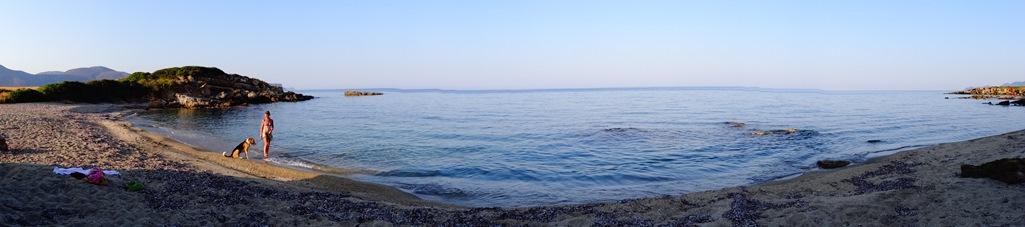 ein Strand mit glasklarem Wasser, ohne einen Touri ganz in unserer Nähe am 05.09.2015