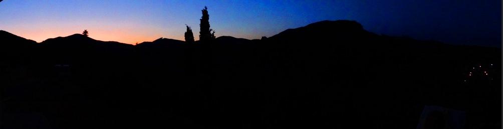 Der Tag geht über den Bergen, die Nacht kommt