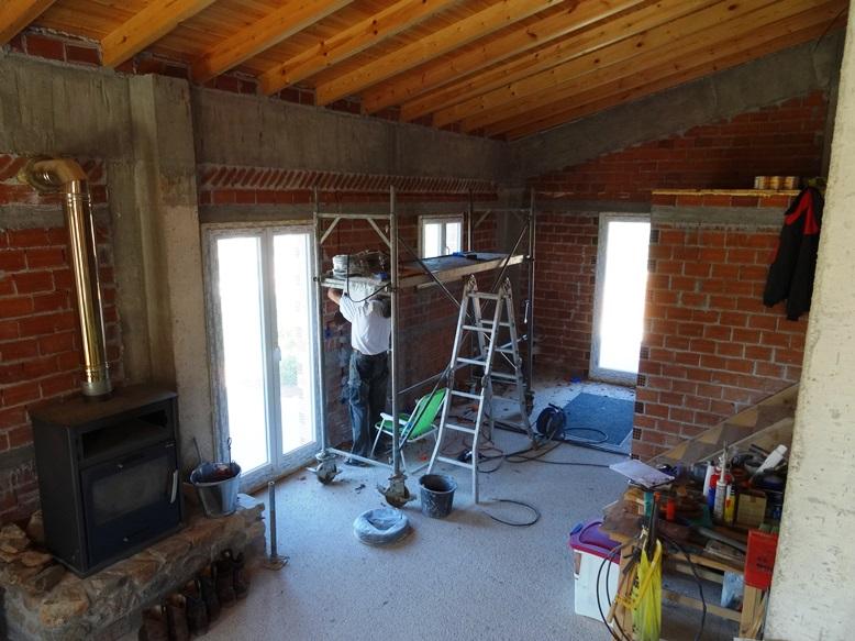 und drinnen wird weiter an der Elektro Installation bei der Küche gewerkelt