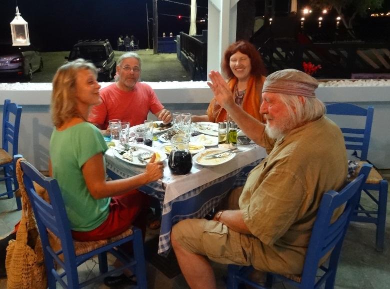 Silke, Manne, Anneliese und Willy in der Taverne beim Fisch Essen hmmmm war des Lecker