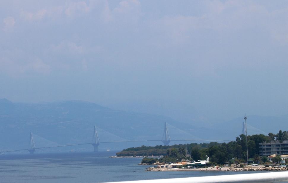 Am Morgen bei der Ankunft in Patra mit Blick auf die Europabrücke die den Peloponnes mit dem Festland verbindet