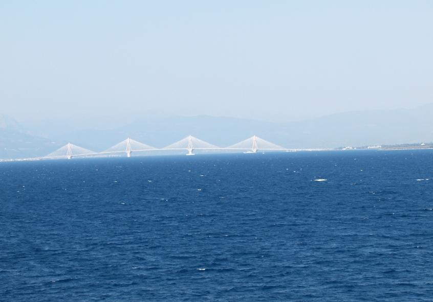 """Blick auf die """"Europabrück"""" durch die der Peloponnes 2004 zum Festland bzw. nur noch zur """"Halbinsel"""" wurde"""