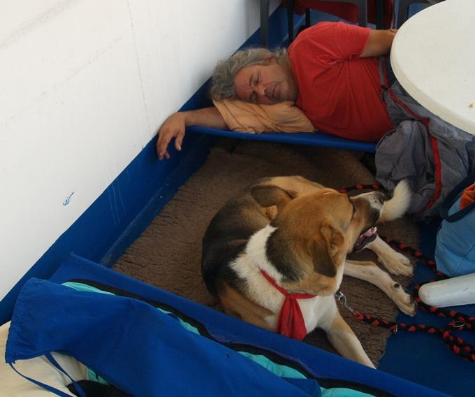 auch bei dieser Fahrt nutzen wir unser kostenfreies gewohntes Nachtquartier auf der oberen Schiffsterrasse