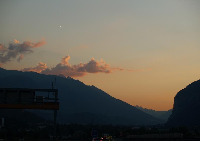für uns ungewohnter Sonnenuntergang nach dem Brenner vor dem Fernpass bei 38°C
