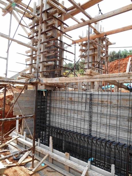 Die Stützwand zwischen unterer und oberer Etage (Foto Lefteris Delastik)