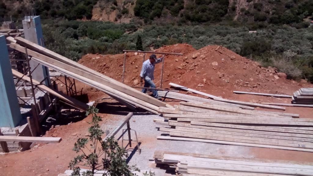 Samstag 12.07.2014 - die Skelett- und Fundament Schalung wird abgebaut