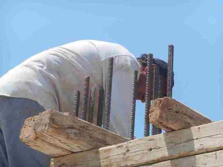das muss alles sehr stabil werden, da wir im Erdbeben gefähreden Bereich auf der Peleponnese Bauen