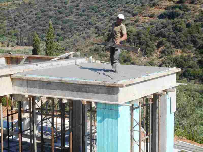 notwendiger Anbau mit Flachdach für das Solar Wasser, die Sat-Schüssn und die WWW  Antenne