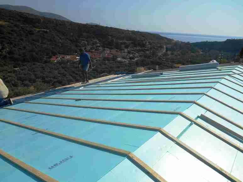 Aufdach Isolierung mit Konterlattung, Dachfolie und Dachlattung für die Dachziegel