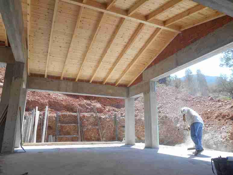 groß Reinemachen im Haupthaus damit mit dem Mauerwerk begonnen werden kann